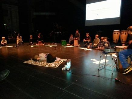 """Großer Applaus für """"Traumreise"""" der Eichen-Klasse bei Kampnagel-Aufführung"""