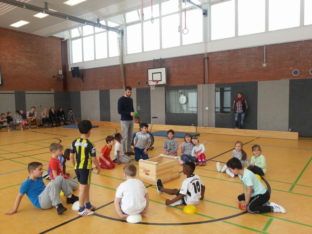 """""""Wölfe"""" siegen im Brennball-Turnier der Tierklassen"""