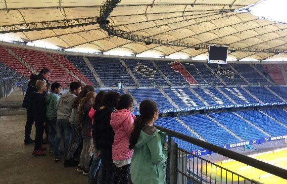 """Ein toller Nachbarschaftsbesuch:  Die """"Weiden""""-Klasse besucht den HSV"""
